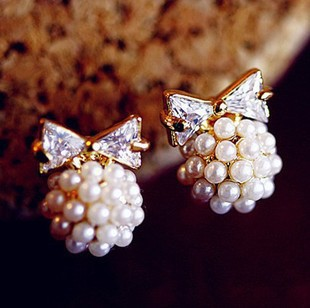 A5105 South Korea imported jewelry the sweet pearl inlay zircon bow Sphere earrings(China (Mainland))