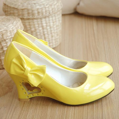 2013 female low shoes high heel wedges sweet bow cutout japanned leather shoes plus size(China (Mainland))