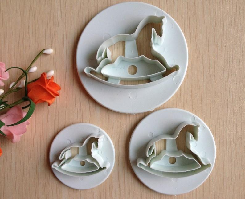 O envio gratuito de madeira 3PCS forma cavalo açúcar molde Arts definir cortadores ferramentas Fondant Bolo / biscoito(China (Mainland))
