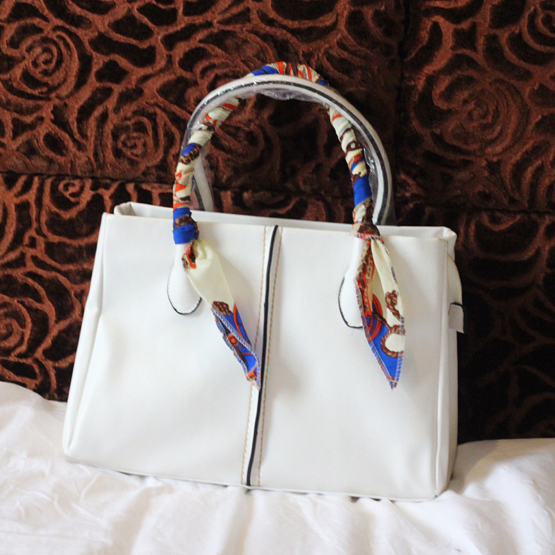 2013 new European and American big-name high-end goods through Le Bag ladies fashion wild retro mother of the country Parcel sca(China (Mainland))