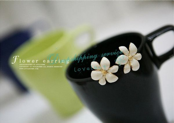 Beautiful jewelry golden stamen six leaf flower earrings DHL Wholesale(China (Mainland))