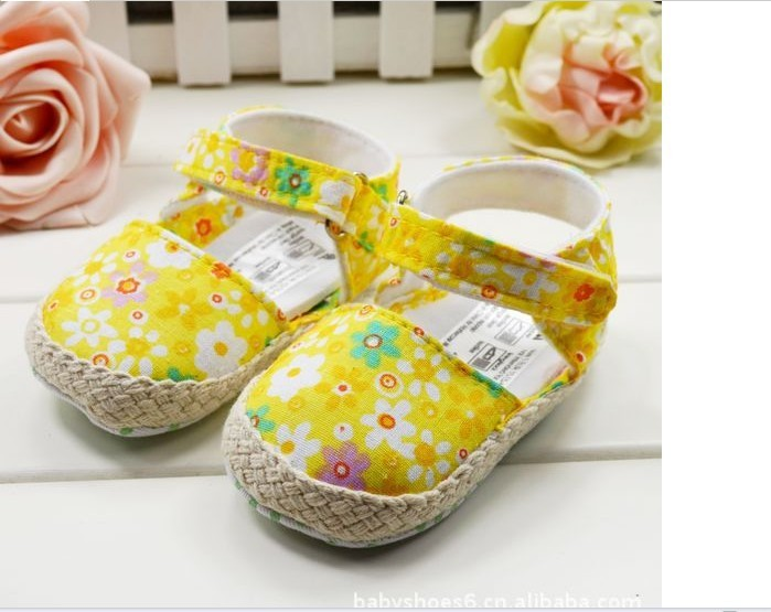 Fashion Children's Shoes New style 0-1 Year Gorgeous Flower Bud Yellow Lovely Baby Sandals Free shipping 12pcs/lot(China (Mainland))