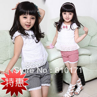 2013 New Summer Kids Clothing Set Lace Children Girl Clothes Set T Shirt And Lattice shorts Pants 2 Colors Infant Garment(China (Mainland))