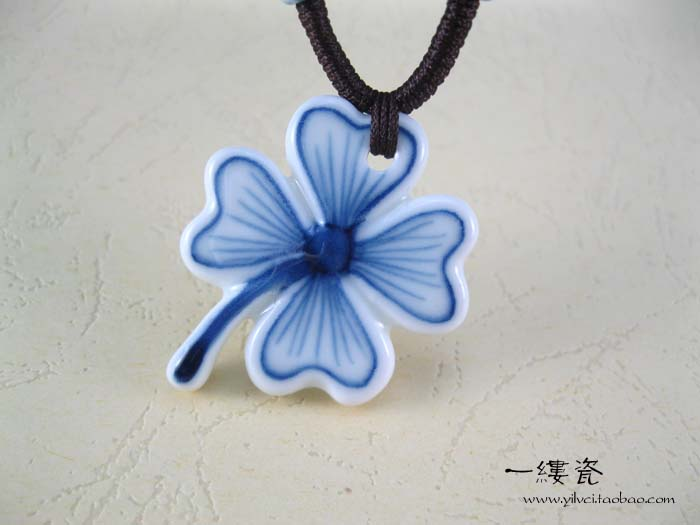 Four leaf clover blue and white porcelain blue and white accessories necklace pendant accessories(China (Mainland))