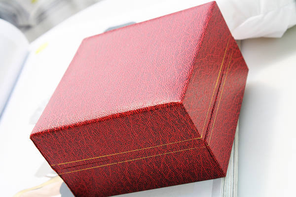 Quality leather watch box red box gift box watch box(China (Mainland))