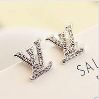 Hot new European and American luxury temperament and generous personality stud earrings Korean