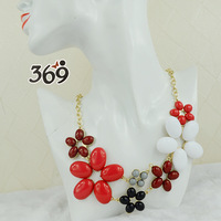 Wholesale 2013 fashion alloy resin multicolor flower short bib nacklace party anniversary