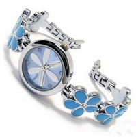2013 New fashion designer por women quartz jewelry bracelet watches,girl leisure flower plum blossom watch