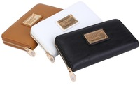 Women's Classic Q Slim Zip Around wallet features zipper closure