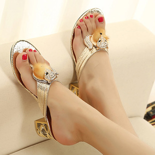 Hot selling 2013 summer fashion thick heel slippers with crystal women's metal fox head sandals female rhinestone flip flops(China (Mainland))
