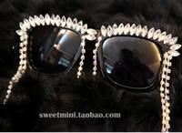 FreeShipping Handmade Exaggerate Fashion Innovative Items Women Designer Horse Eye Tassels Bling Bling Rhinestone Sunglasses