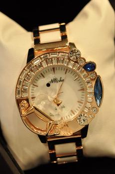 Star ! beautiful shell dial small horse diamond zircon ceramic watchband female watch