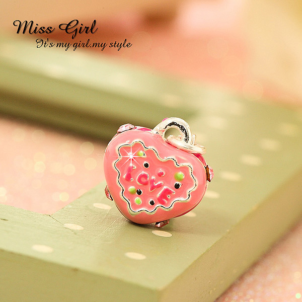 free shipping 10pcs Silveriness series miss girl love cake pendant(China (Mainland))