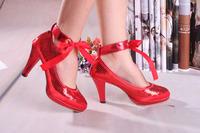 Platform high-heeled red shoes the bride wedding