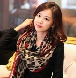 free shipping Autumn and winter Women scarf classic leopard print love scarf silk scarf bali yarn leopard print cape