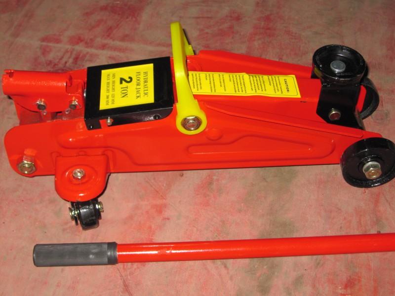 horizontal hydraulic jack /CAR JACK/ 2T FLOOR JACK(China (Mainland))