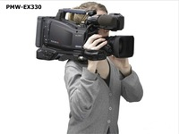 Free shipping PMW - EX330 shoulder-fired memory card video camera LCD size: 3.5 inches, 2.07 million pixels 3 Exmor CMOS