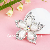 Free Shipping! Min Order Is $10(Mix Order)/ 2013 Retro Fashion Silver Alloy And Pearl Flower Shape Brooch