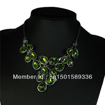 Korean girls love VIVI magazine Korean stars exaggeration short necklace colored acrylic  jewelry
