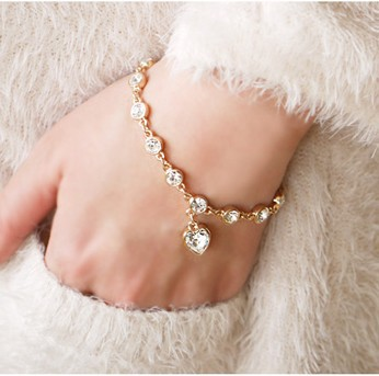 Min. Order is $ 10( Can mix order )! Korea Magic Imitation DiomandHeart Crystal Bracelets&Bangles For Women Girls . BT152(China (Mainland))