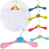 Child baby colored drawing racks cartoon style hanger baby wooden hanger 0.1