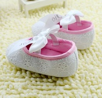 White Baby shoe,  Infant shoes. beautiful ! Free shipping . 6 pairs/lot