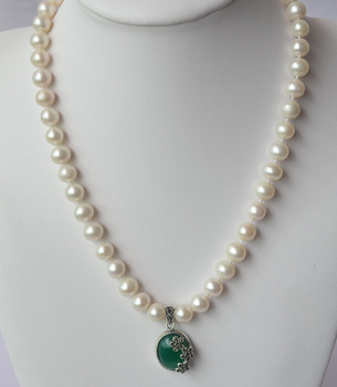 Each tablet diameter 7-8mm freshwater pearl necklace with green agate pendant