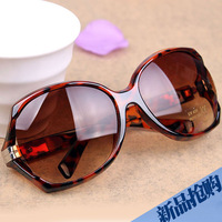 Free shipping 2013 new women's sunglasses fashion sunglasses Star style sunglasses fashion lovers large sun glasses UV