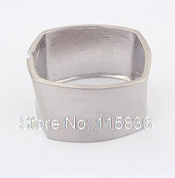 Factory Outlet exaggerated fashion Bangles for women glossy 18k gold plated metal cuff bracelet with spring opening 91531