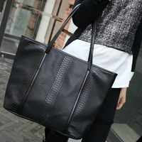 0025 HOT HOT SALE!! Free Shipping 2013 Fashion black crocodile pattern big black bags women's vintage leather messenger bag