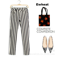 European and American models fall thin vertical stripes of black and white striped pants feet pants
