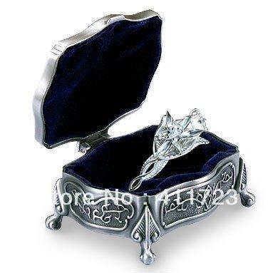 Fashion luxury heraldists bahamut treasure chests jewelry box medium jewelry box(China (Mainland))