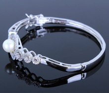 DC1989 Woman Luxury Trendy Round Shape AAA Cubic Zirconia Pearl Bangles Prong Setting Propose Marriage Present