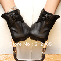 Free Shipping !! Christmas Gifts !! Warm goat leather gloves women's winter sheepskin short design thermal bow leather gloves