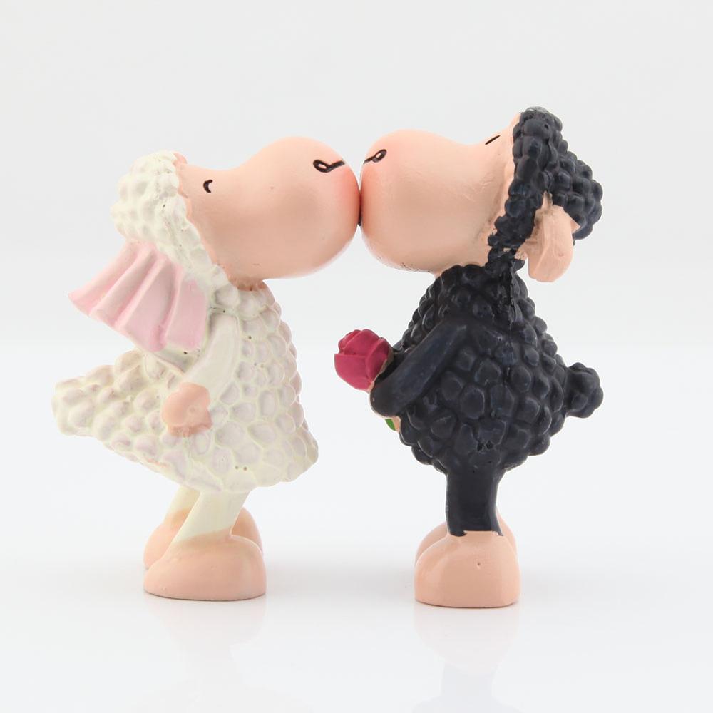 1 Pair Cute Kissing Sheep Couple Decor Figure Figurine White Black(China (Mainland))