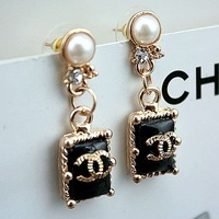 Free shipping  Korean fashion earrings cc small fragrant pearl stud earrings earrings wholesale manufacturers