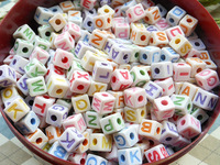 free shipping 500 pcs 6mm Alphabet Cube Beads,letter square beads,rainbow color letter bead with a hole