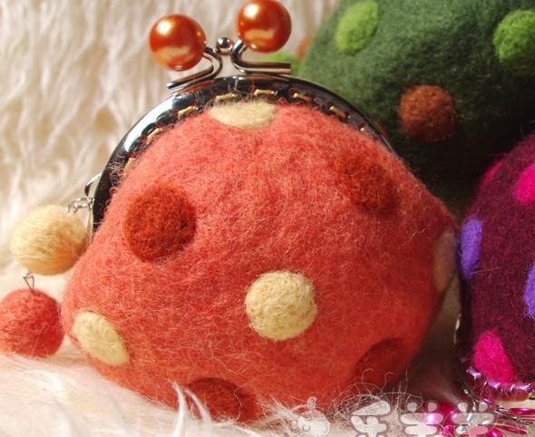 Handmade wool felt coin purse/ bags- vintage polka dot small bags(China (Mainland))