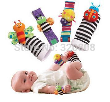 Venda quente curtas bebê recém-nascido Chinelos Meias Wrist Rattle + Meias Pé 4pcs / lot(China (Mainland))