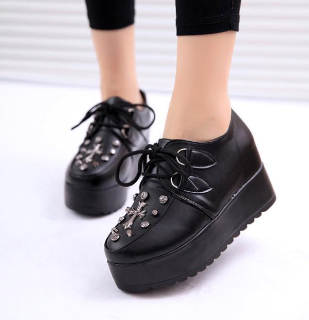 Las mujeres de la cruz patrón de encaje arriba plana doble plataforma goth punk de enredaderas de calzado casual, xwd363
