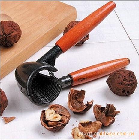 Приспособления для колки грецкого ореха