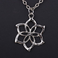 new popular vintage the lord of the ringss the Elves Galadriel Queen necklace the hobbit flower pendant  YP0075