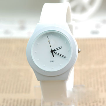 Best Selling Silicone Watch 2014 New Fashion Trendy Casual Watch Sports Watch Women Quartz Watch Luxury Brand Women Wristwatch(China (Mainland))
