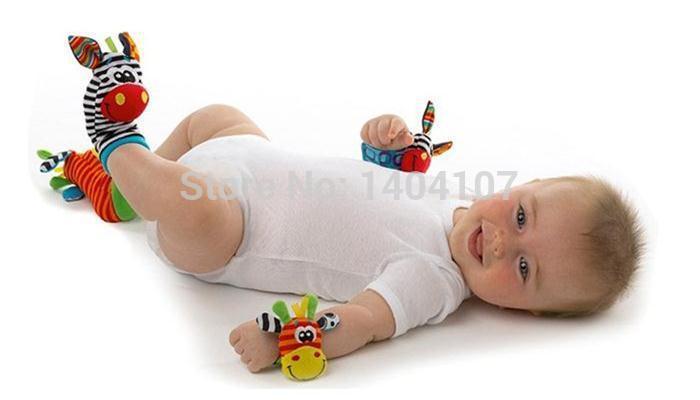 Brinquedo brinquedos do bebê chocalho do bebê animais Sozzy wrist chocalhos e pé meias com sino bonita para as crianças bebê(China (Mainland))
