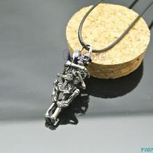 Free shipping Hot Sale Men  Infinity Love Couple Skulls Hug Pendant Chain Necklace-Y102