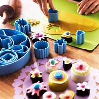 Cake cooking tools molds suit plastic three-dimensional cartoon cake mould bakeware novice model 13 in 1 sets in a box