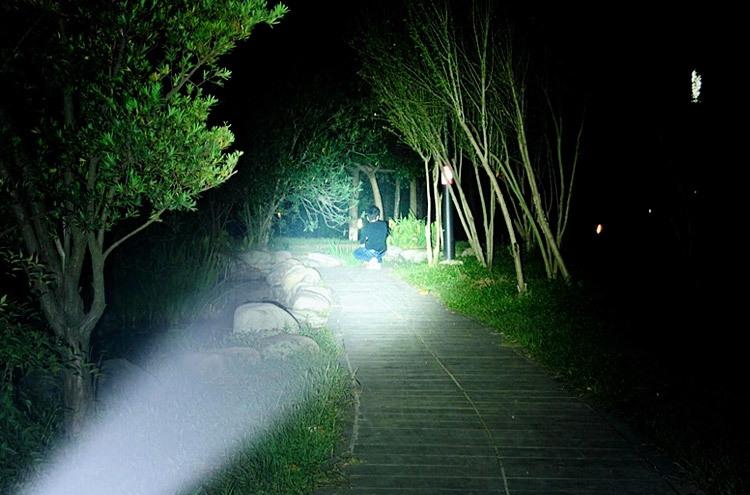 Professional LED Flashlight Supplier! High quality lantern Torch light 2000 Lumens LED Flashlight Zoomable Penlight Lanterna(China (Mainland))