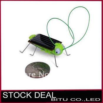 10pcs/lot  Bug Educational Toy Funny Green Solar Grasshopper WJ030p free shipping