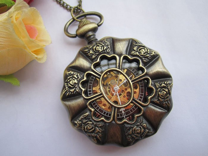 Wholesale Retail Vintage Style Flower Pattern Mechanical Pocket Watch Necklace(China (Mainland))
