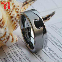 Free Shipping can engrave you name the most popular One Hand One heart tungsten carbide lover ring
